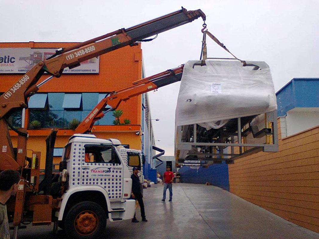 Transporte de maquinas em americana